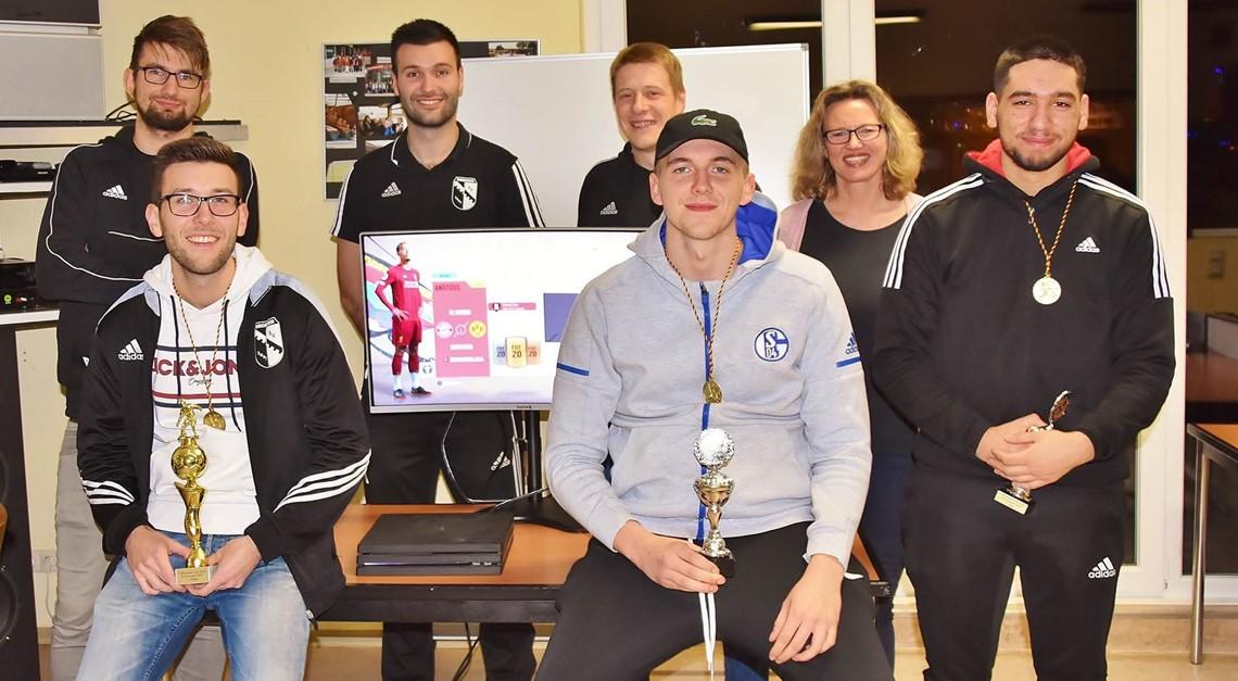 Nils Mahnkopf gewinnt 1. eFootball-Cup beim SVB