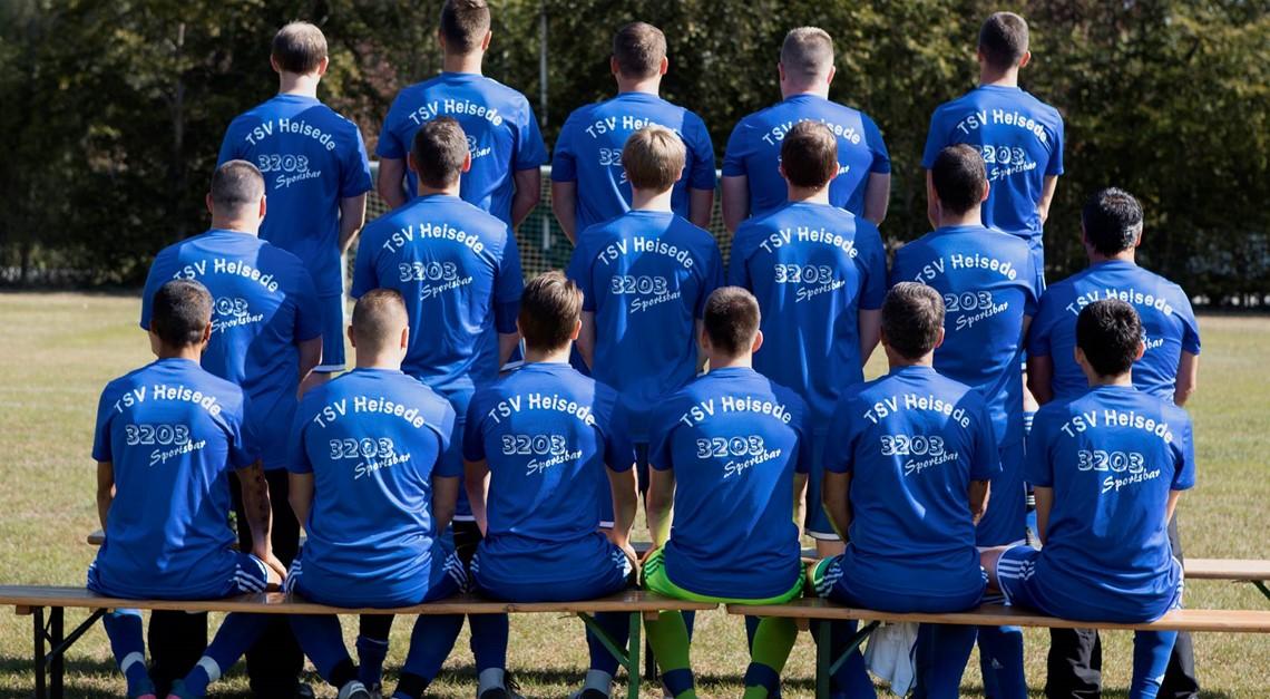 Neue Aufwärmshirts für unser Team