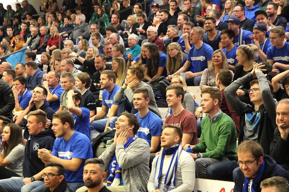 Full-House: 2790 Fans machen die Hütte voll!!!