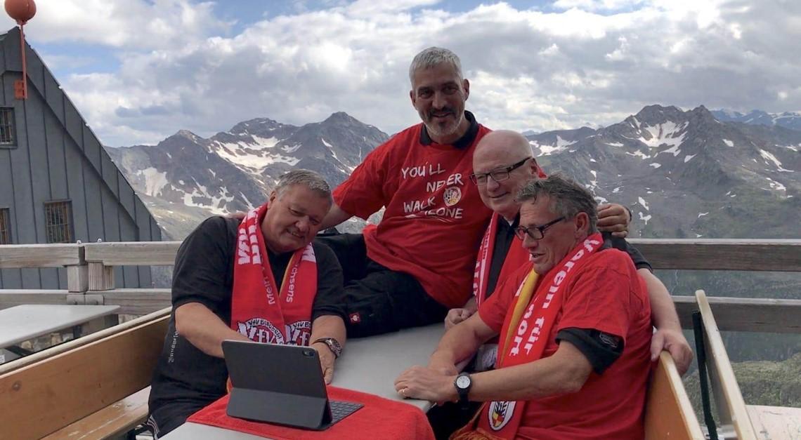 2899 Meter: Gipfeltreffen unter VfV 06-Fans!