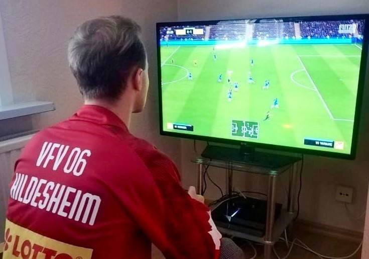 E-Football: Auf dem Rasen top, an der Konsole mau!
