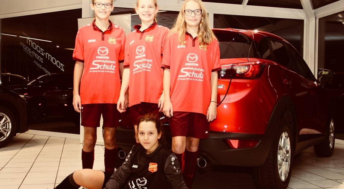 Autohaus Schulz unterstützt Eintracht Mädels