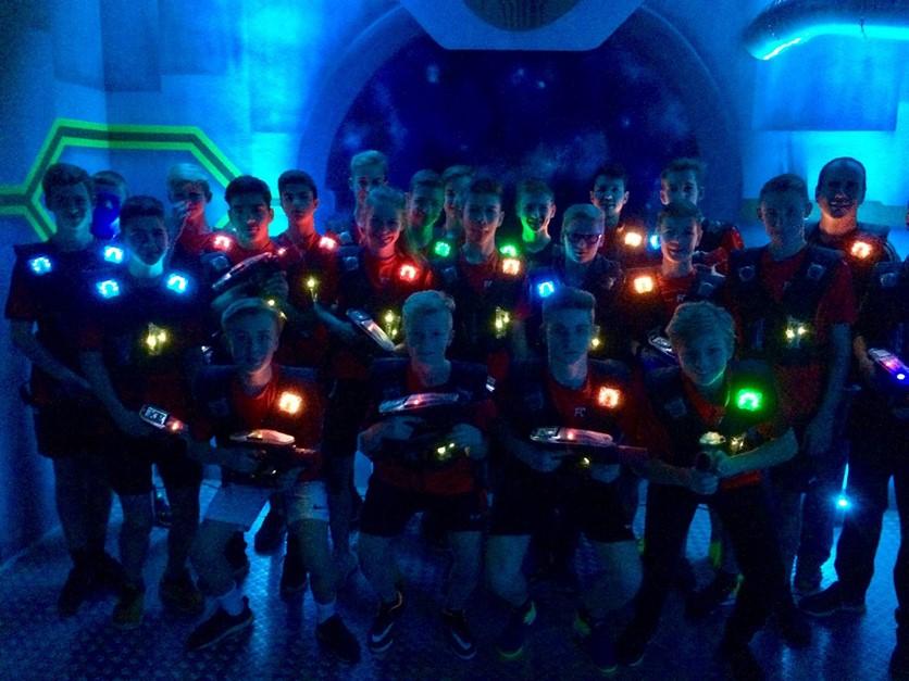 Weihnachtsfeier der U15 bei Lasertag