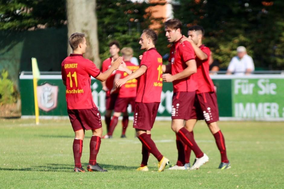 Souveräner Viertelfinalsieg im Sparkasse Cup