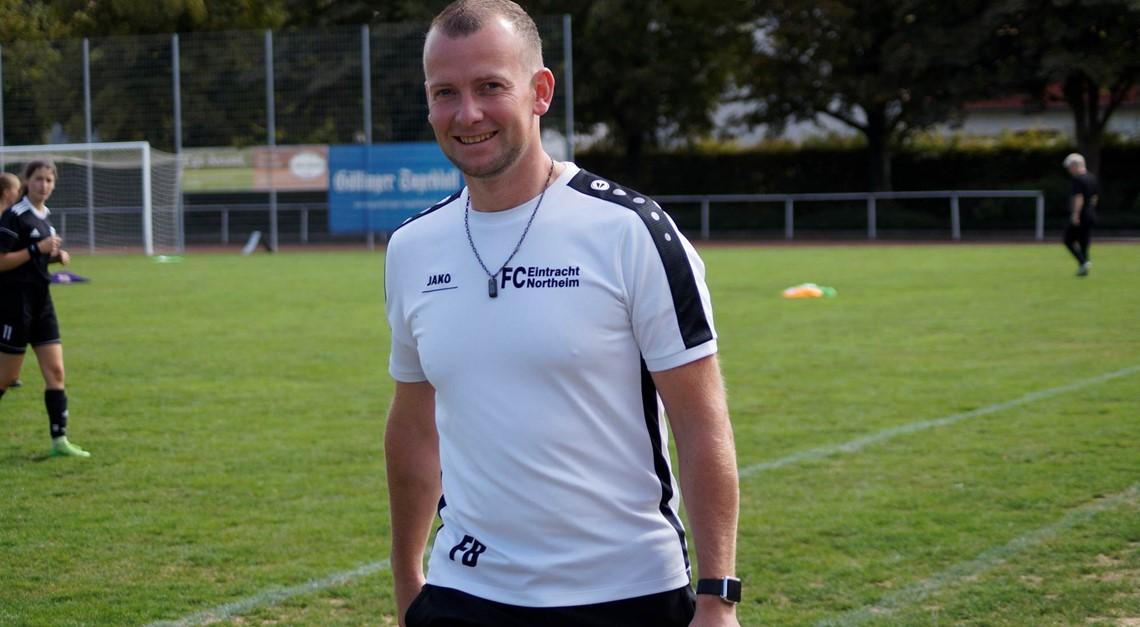 Becker auch 2019/20 Trainer der EintrachtFrauen