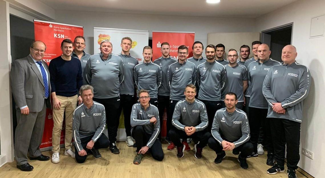 Kreis-Sparkasse Northeim stattet Trainer aus!