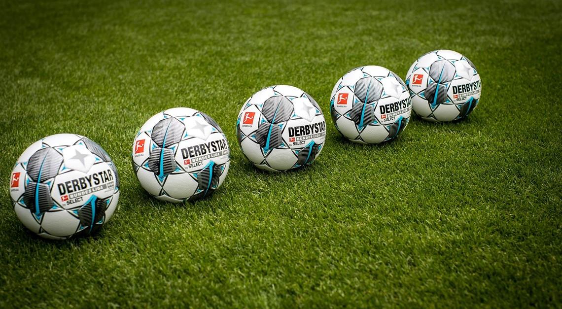 Der Derbystar Ball rollt