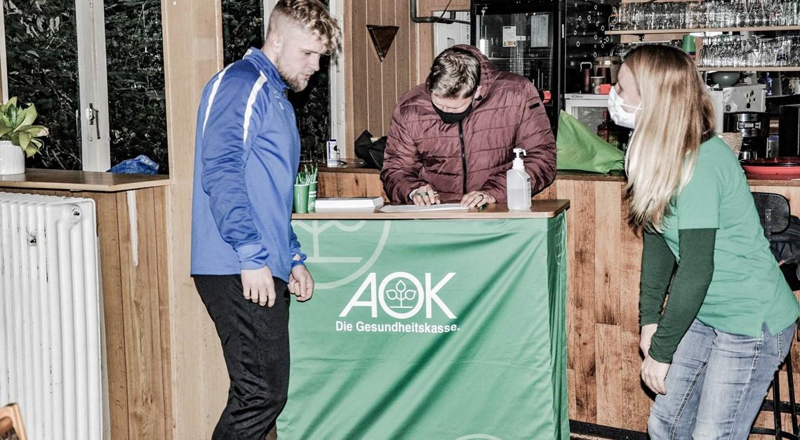 AOK optimiert Trinkverhalten der Bremen-Liga Elf