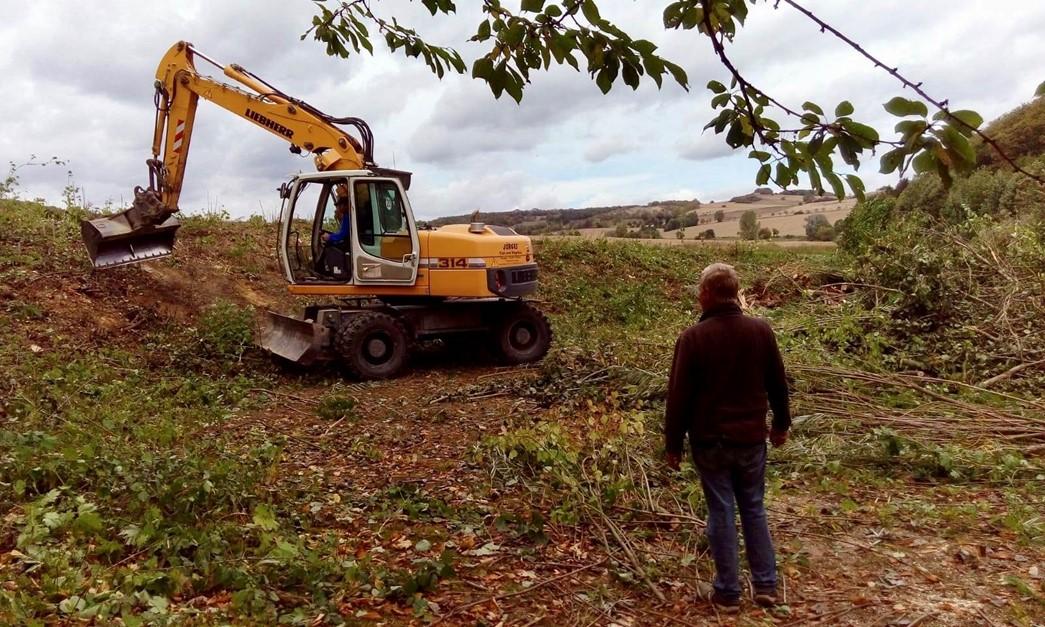 Vorarbeiten für den Hartplatzbau haben begonnen