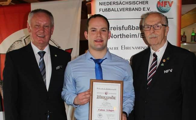 """F. Schaper als """"Fußballheld 2018"""" ausgezeichnet"""
