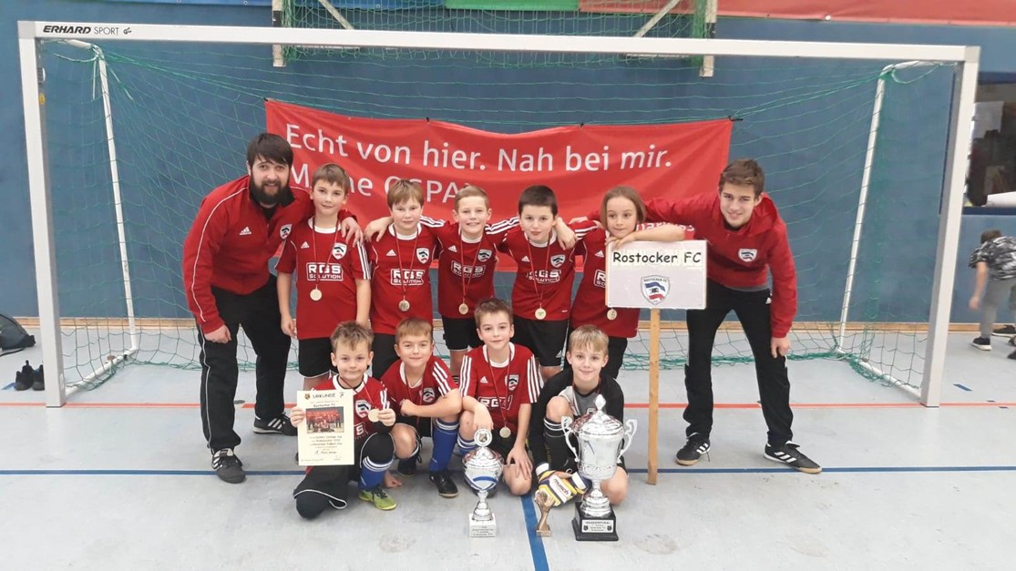 F-Junioren behaupten den Budenzauber-Wanderpokal