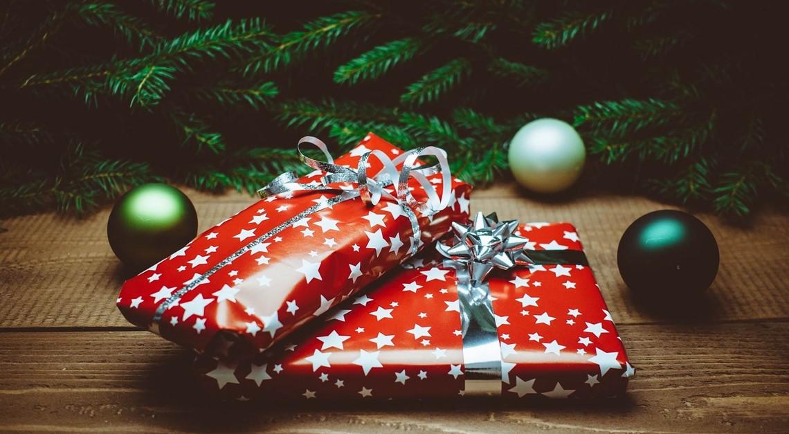 B verteilt Weihnachtsgeschenke in Schwerin